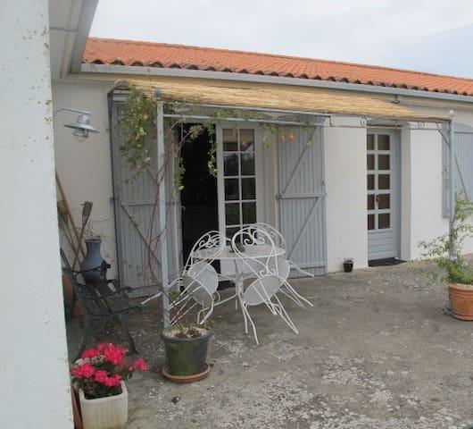Maison au calme, plein sud, 8kms des plages - Angles - บ้าน