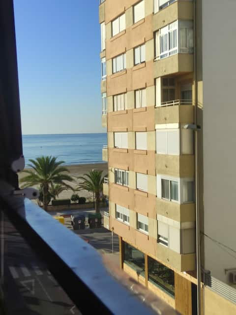 Modern and charming apartment with 2 bedrooms, 50 meters from one of the best beaches in the Valencian Community and located in a town with a lot of history.