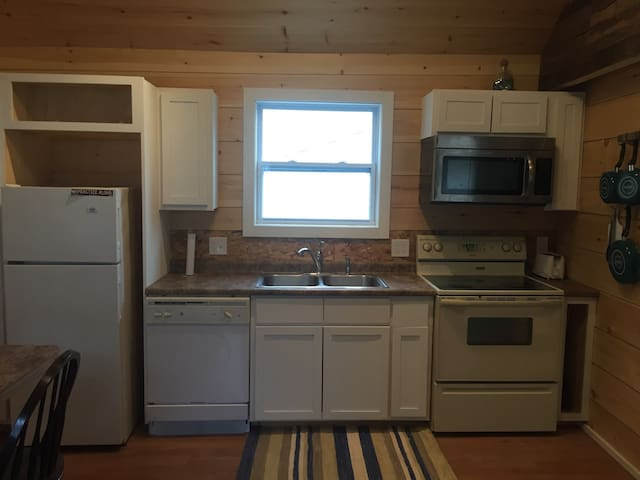 Newly renovated beach cottage in Old OrchardBeach