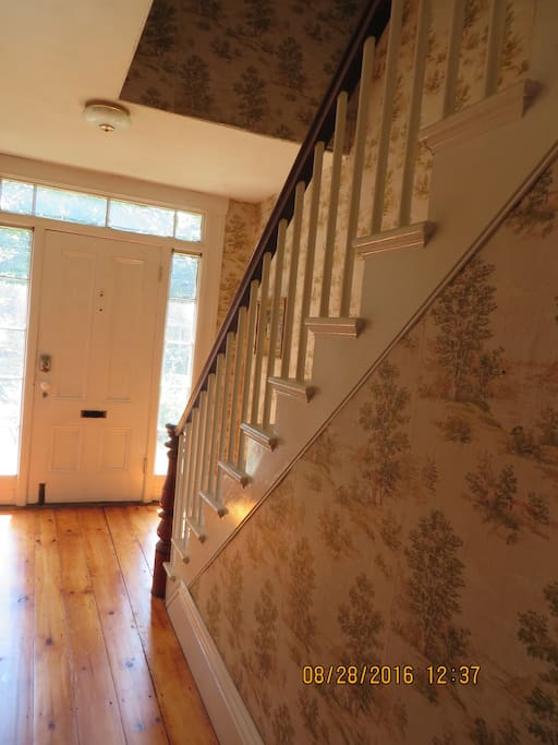 Private Entrance w/ stairwell up to suite