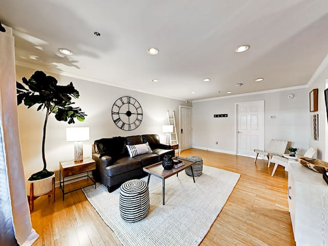 Chic SoBro 1BR - Close to Everything