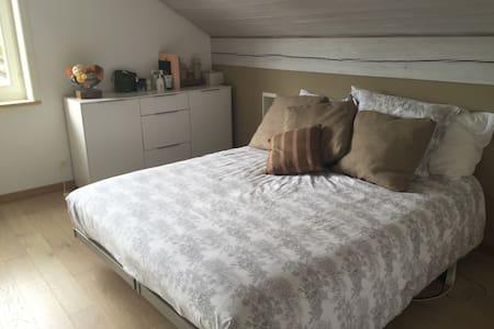 Chambre agréable  proche du métro - Epalinges - House