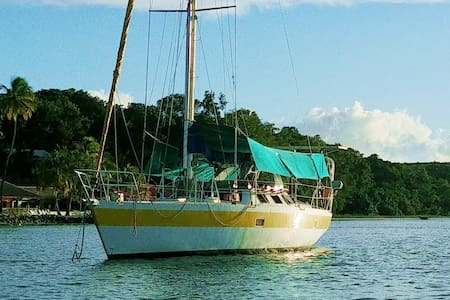 Exceptional stay on a boat in Sainte-Anne