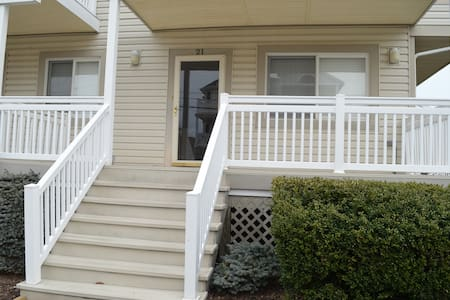 MARGATE...2B/2B steps to BEACH/restaurants - Margate City