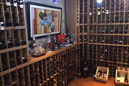 Woodinville Wine Deluxe - Woodinville