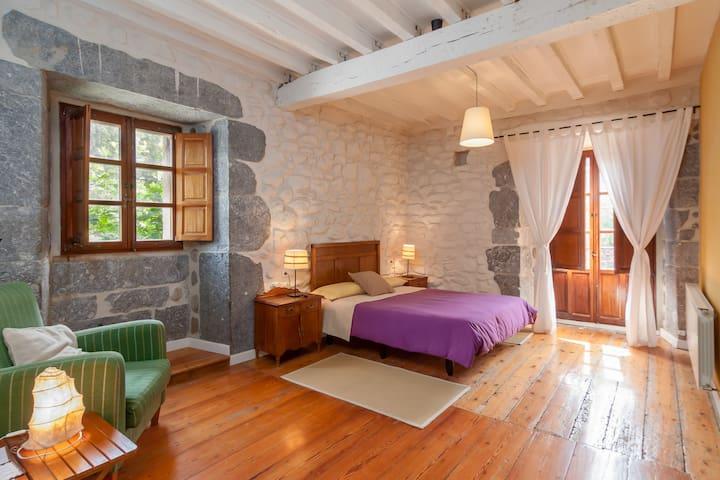 CASONA VALLE DE SOBA habitación con baño privado