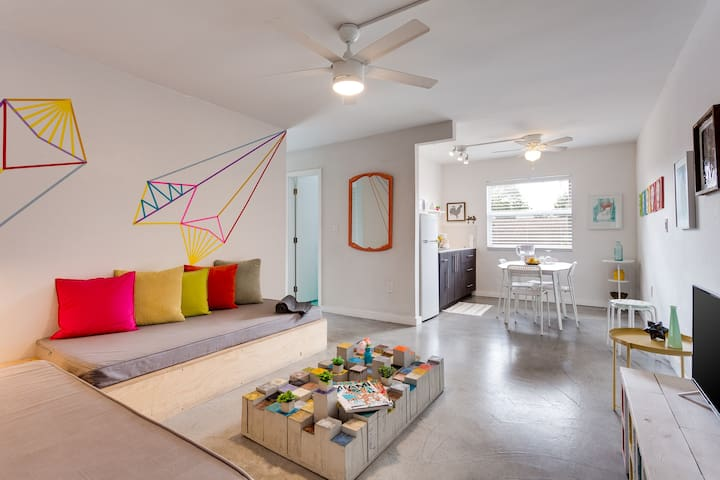 Artsy  2BD with  balcony + FREE Parking in Wynwood