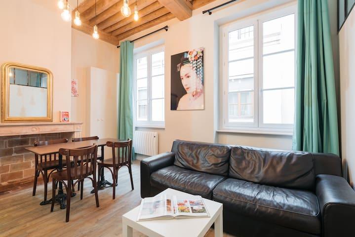 Beautiful loft style apartment - Hotel de Ville