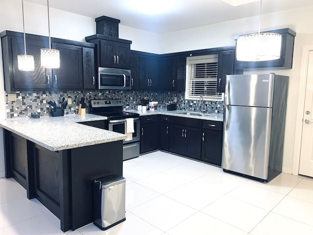 LUXURIOUS 2 BED 2 BATH APARTMENT|Gated Community