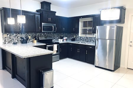 #2 LUXURIOUS 2 BED 2 BATH APARTMENT Gated