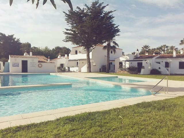 PARADISE 2. Apartamento tranquilo con piscina.