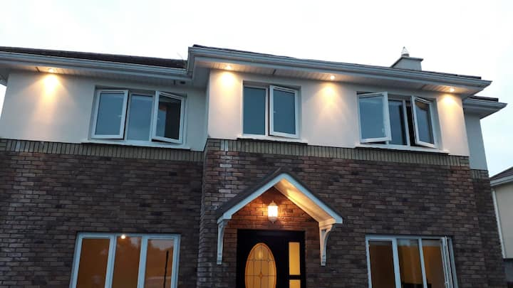 Detached house in Gort town. H91 X5W7