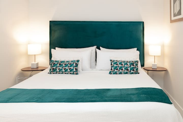 Private King Hotel Room Ocean views & FREE Parking