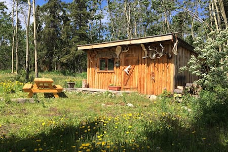Small private cabin, rustic and relaxing.