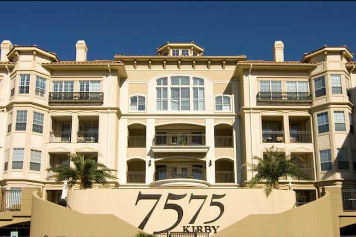 Trendy Condo near Med Center, Rice Village, Museum - Houston - Appartement en résidence