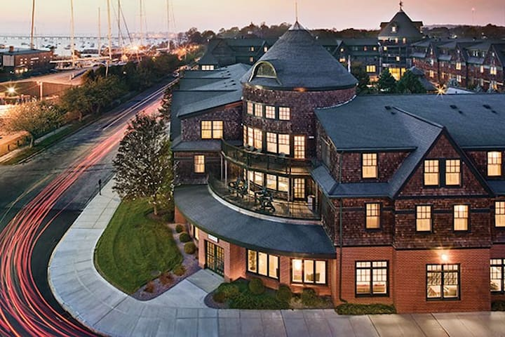 Long Wharf - Newport, RI - 2BD, Sleeps 6ppl