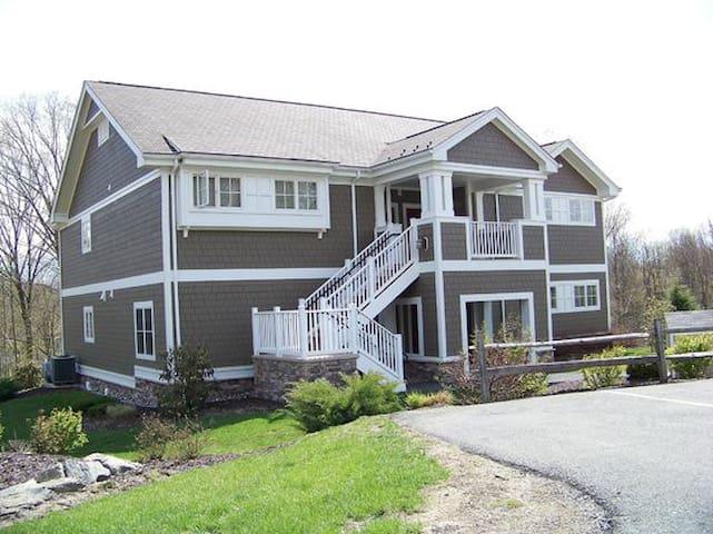 Shawnee Village 2BR - Poconos - East Stroudsburg - Cabaña