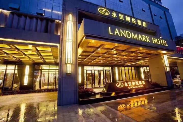 【南宁市永恒朗悦酒店】五星级酒店,临近广西大学、地铁口,各种房型都能订,内有餐厅、电影院等