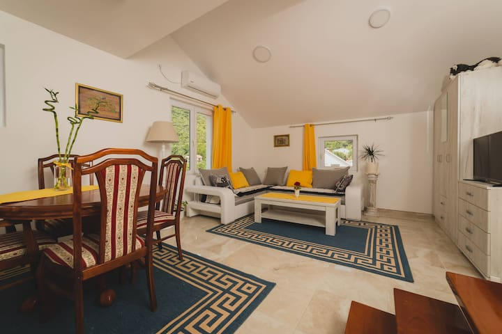 Comfy&Beautiful 1BD Apartment with Sea View ❙Tivat