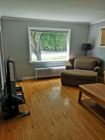 "Large picture window facing the drive, couch is leather and massive chair fits 2. 50""tv cable TV Netflix, wifi thru out"