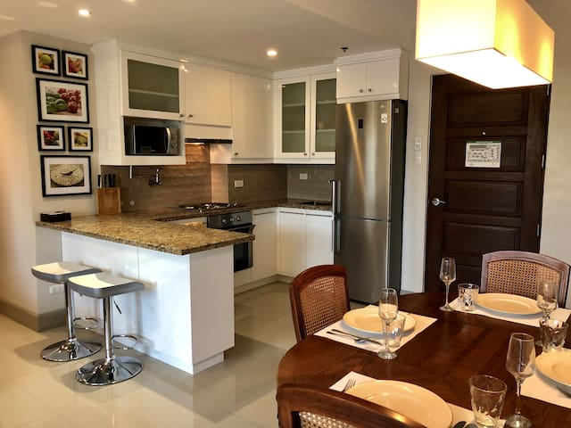 Largest 2 BDRM Condo Grand Rsdncs WIFI 50Mbps #