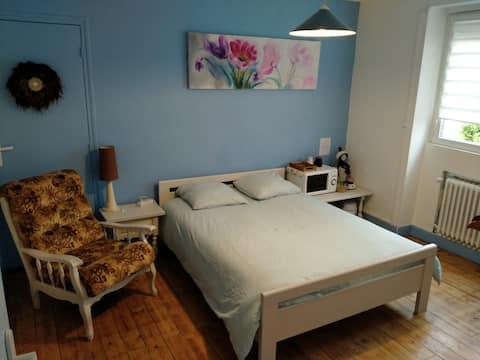 Chambre bleue spacieuse Guéret