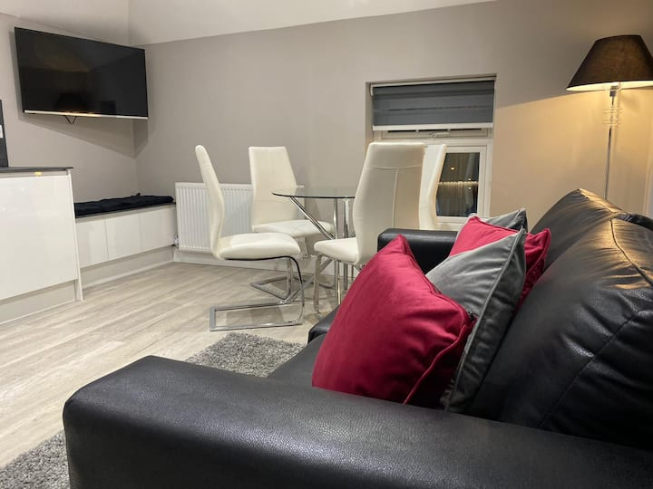 F3 Luxury & Modern 1 Bed apartment by SYL