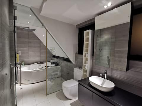 Private lift, jacuzzi steam bath, kitchen & train