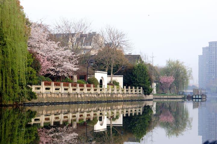京杭大运河支流边的舒适小公寓,地铁可直达西湖、CBD、高铁站、机场大巴 - Hangzhou - Apartemen