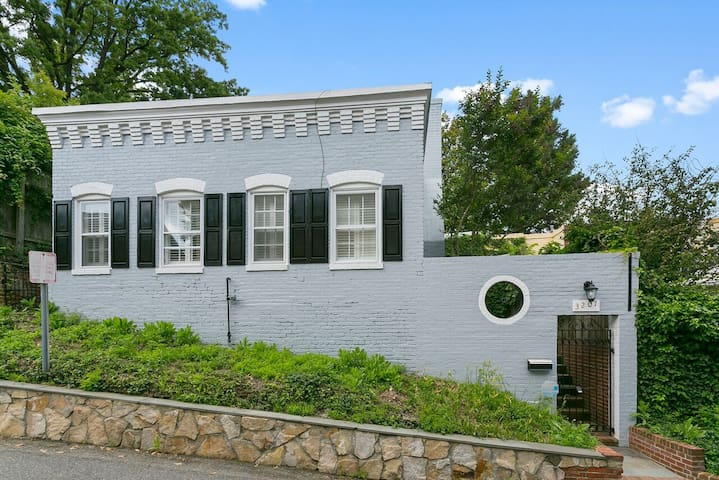 ★Most Charming Cottage in Georgetown DC w/ Patio★
