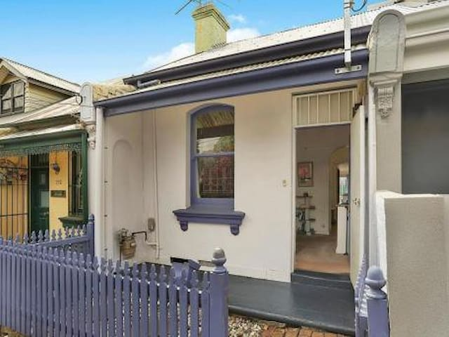 Quiet Townhouse in Newtown! - Newtown - House