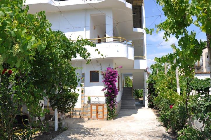 Due camere in una Villa Privata Vicino al Mare