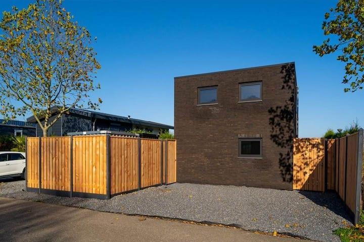 Luxe chalet op rustig park aan het Esmeer (nieuw)