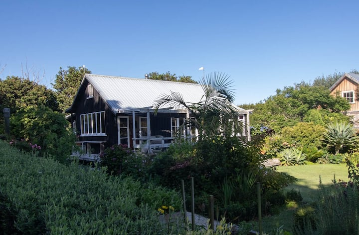 TE MARU COTTAGE - BY THE BEACH