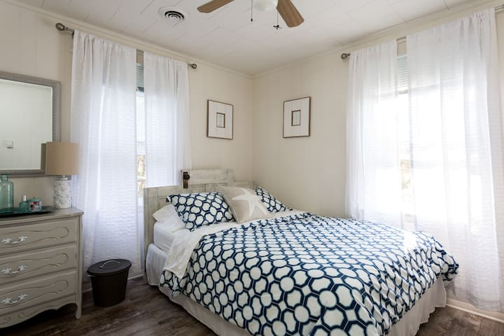 A Cozy, Comfy + Clean Nags Head Cottage - Nags Head - House