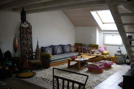 Bright mezzanine with single bed, Geneva Center! - Genf