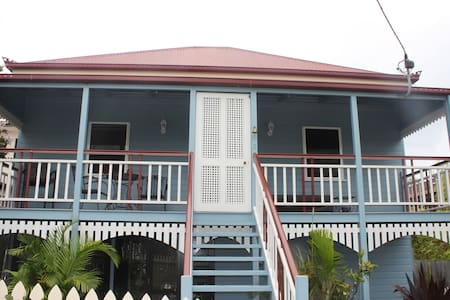 Colonial Charm South Side - Greenslopes - Pis