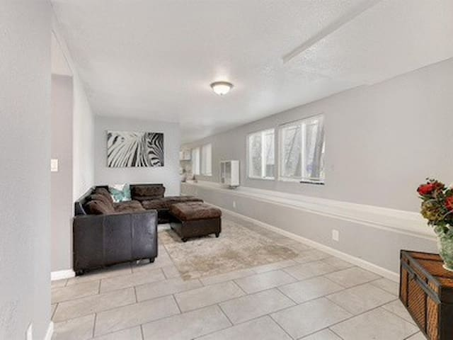 Prime location for up to 6 guests in Sacramento Ca