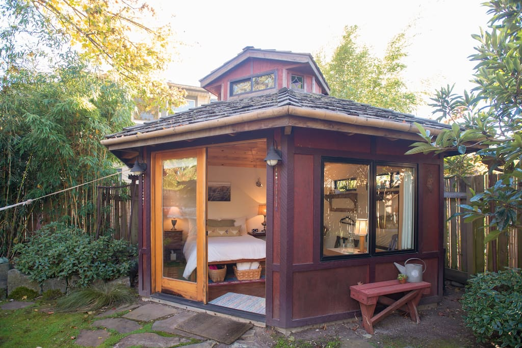 Urban garden studio houses for rent in portland oregon for Large garden studio