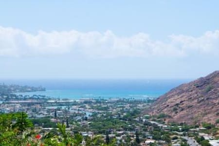 Ocean and Mountain View Cottage! - Honolulu