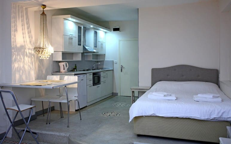 Lovely & Comfy Studio Apartment !