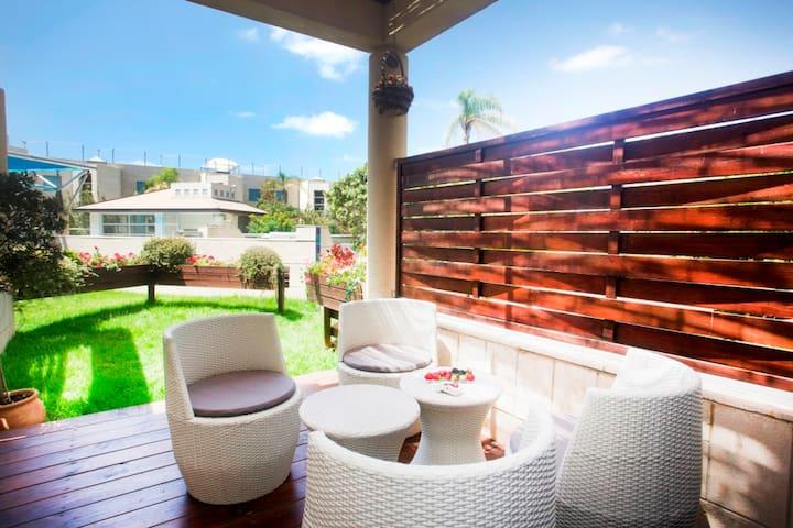 No.1 Rated 1BR+ Garden  in Herzelia - Herzliyya - Apartment