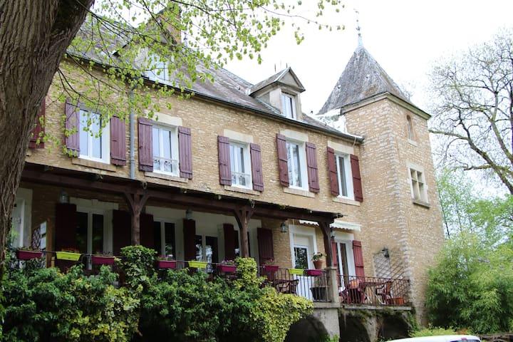 chambre  tout confort dans la vallée de la cure - Voutenay-sur-Cure - Hospedaria