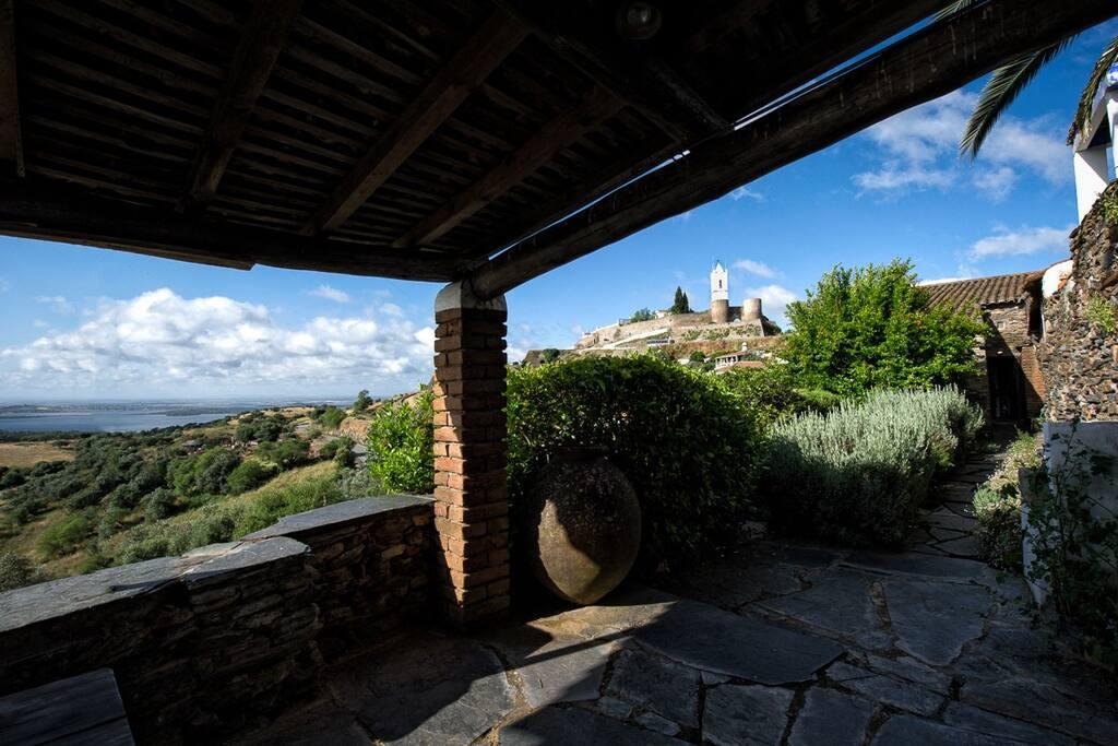 Deste terraço , também pode usufruir da vista do Castelo De Monsaraz