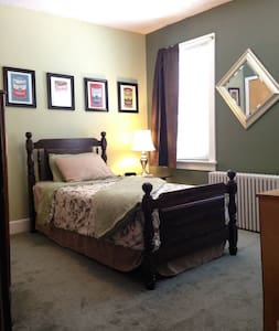 Small Bedroom in 4 Bedroom Home - Easton - Hus