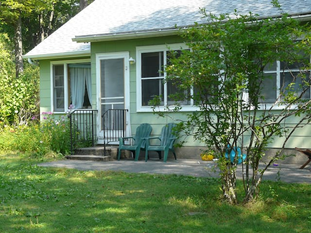 Lakefront cottage in Catskills, NY - Ellenville - Apartament