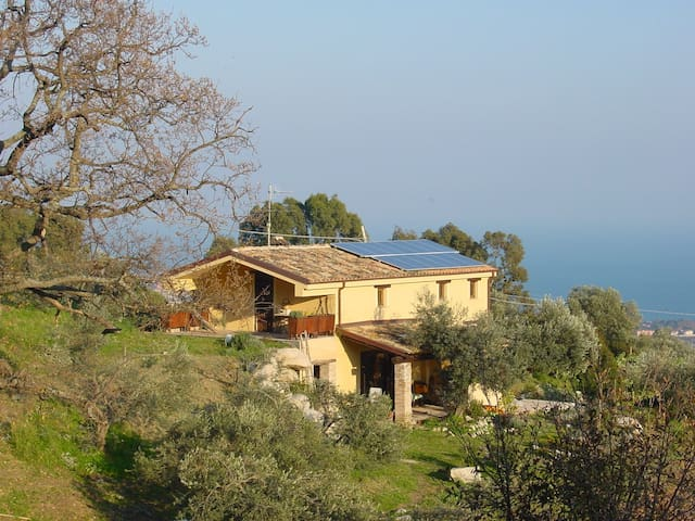 A  house with a breathtaking view - Roccella Ionica - Villa