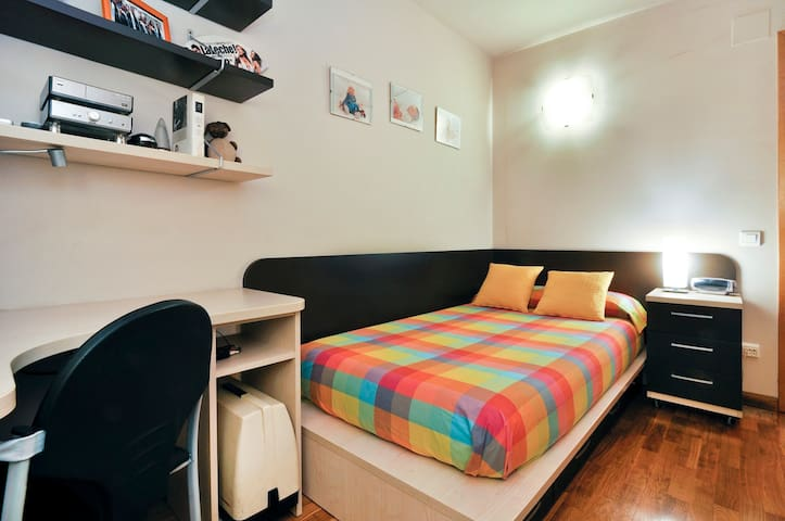 Beautiful bright single room - Barcelona - Apartament