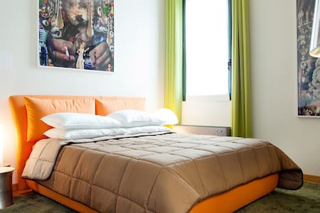 ORANGE ROOM - Bed & Breakfast
