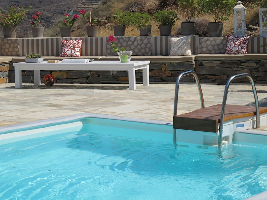 Cushioned sitting area by the pool